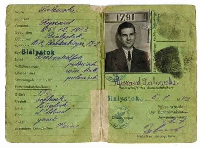 Ausweis (dowód osobisty) z czasów okupacji niemieckiej. Przekazał ten dokument Andrzej Zawistowski. Kim był Ryszard Zalewski, urodzony 25 grudnia 1923