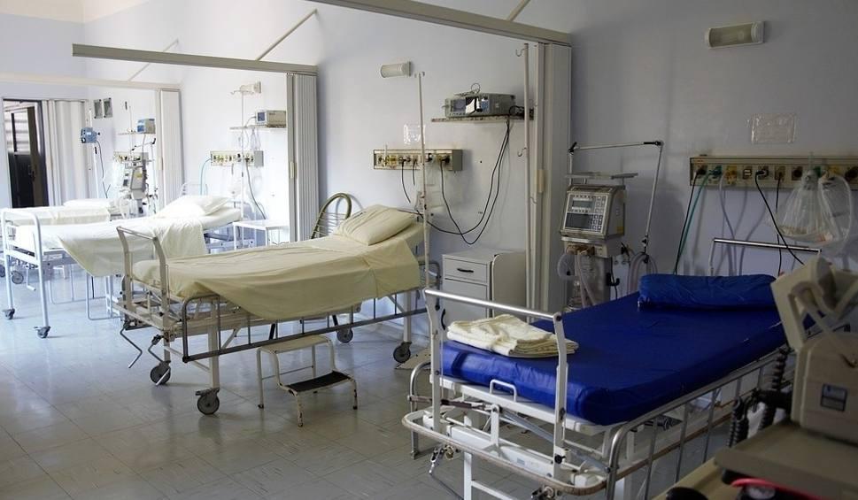 Film do artykułu: Telefony w sandomierskim szpitalu nie działają. W sprawach pilnych dzwoń na podane numery.
