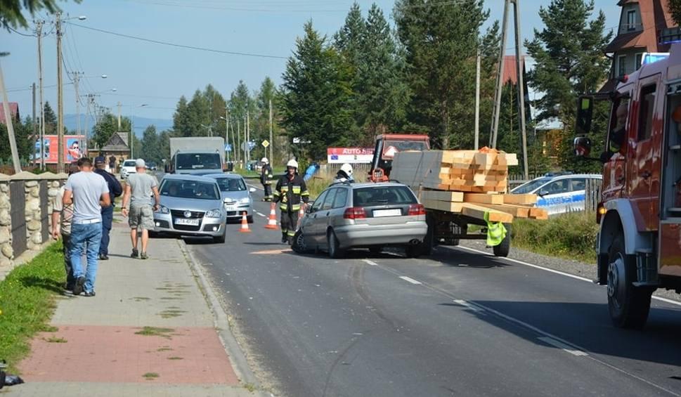 Film do artykułu: Chochołów: Groźne zderzenie samochodu osobowego i ciągnika. Są ranni [ZDJĘCIA]