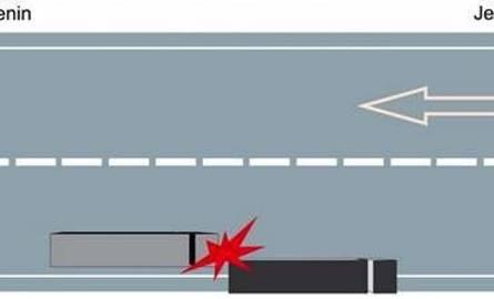W tył stojącej ciężarówki uderzył jadący za nim w tym samym kierunku rozpędzony litewski tir.