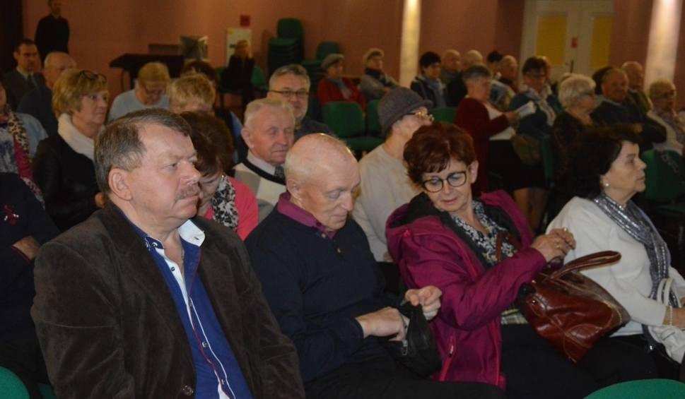 Film do artykułu: Wyjątkowa konferencja w Kartuzach - seniorzy mieli okazję podyskutować o zdrowiu, bezpieczeństwie i aktywności - ZDJĘCIA