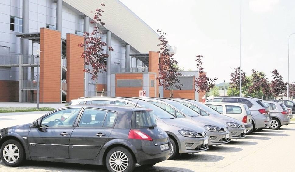 Film do artykułu: Parkowanie koło hali Azoty Arena. Mieszkańcy mają dość