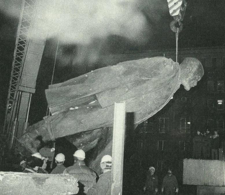 Lenin z Nowej Huty był pierwszym, któregozepchnięto z cokołu w III RP. Stało się to w grudniu 1989 roku