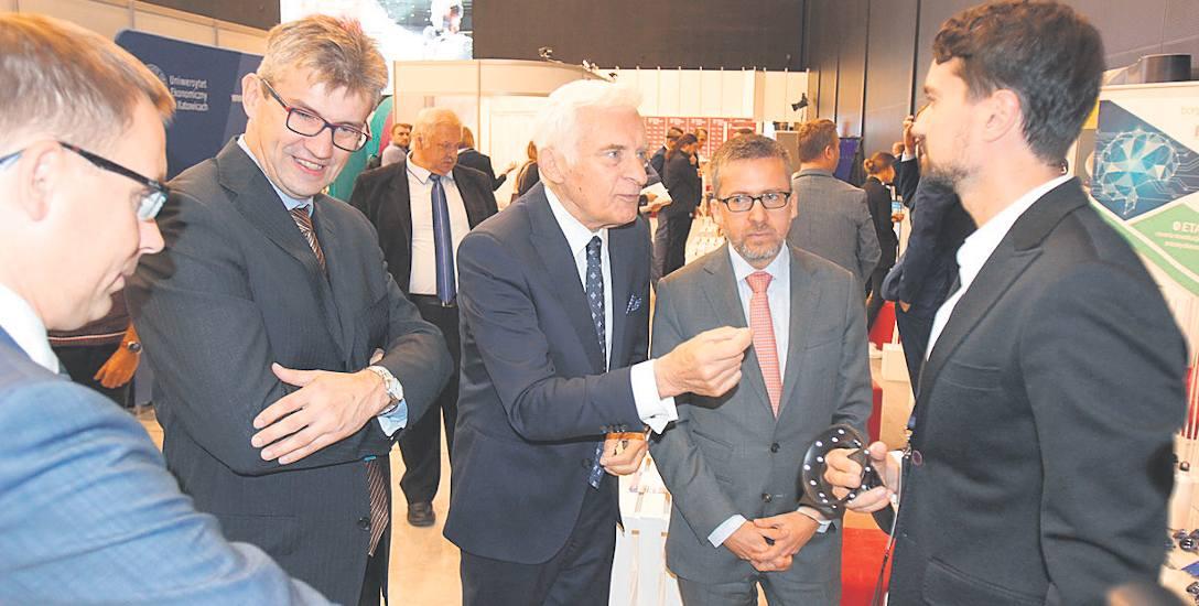 Gośćmi pierwszego dnia kongresu byli m.in. Jerzy Buzek i komisarz Carlos Moedas (obaj na zdjęciu pośrodku)