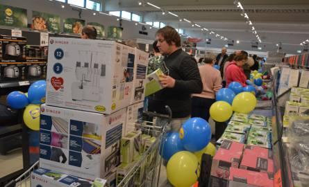 Tarnów. Nowy supermarket Lidla już otwarty. Pierwsi kolejkowicze stali przed drzwiami już o 6 rano [ZDJĘCIA]