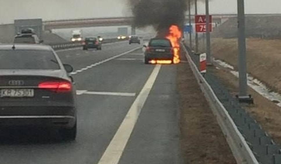 Film do artykułu: Pożar samochodu na A4 [WIDEO]