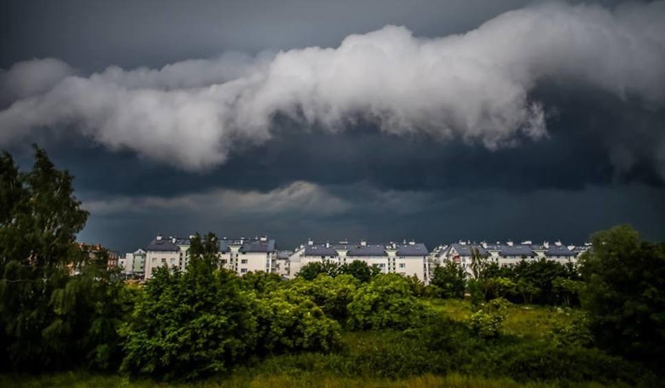 Film do artykułu: UWAGA! Synoptycy ostrzegają: powrót burz, nawałnice, grad!