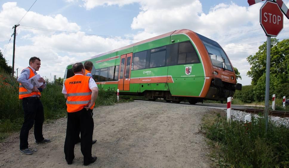 Film do artykułu: Zamkną przejazd kolejowy w Pniewitem. Chcą uniknąć kolejnych dramatycznych wypadków