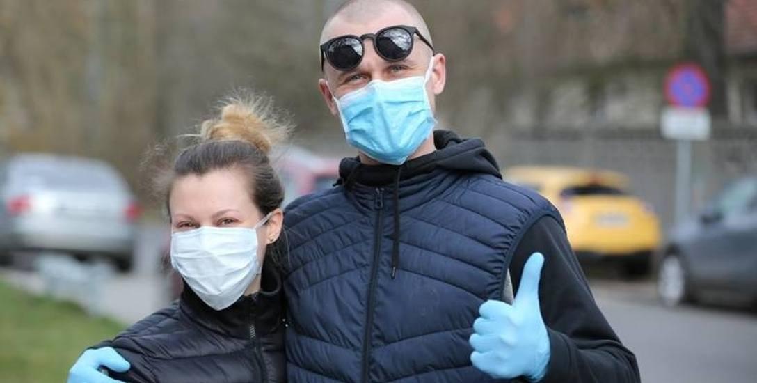 """""""M"""" jak maseczki - Na początku pandemii brakowało ich każdemu, łącznie z pracownikami służby zdrowia. Szyliśmy je wieczorami na maszynach"""