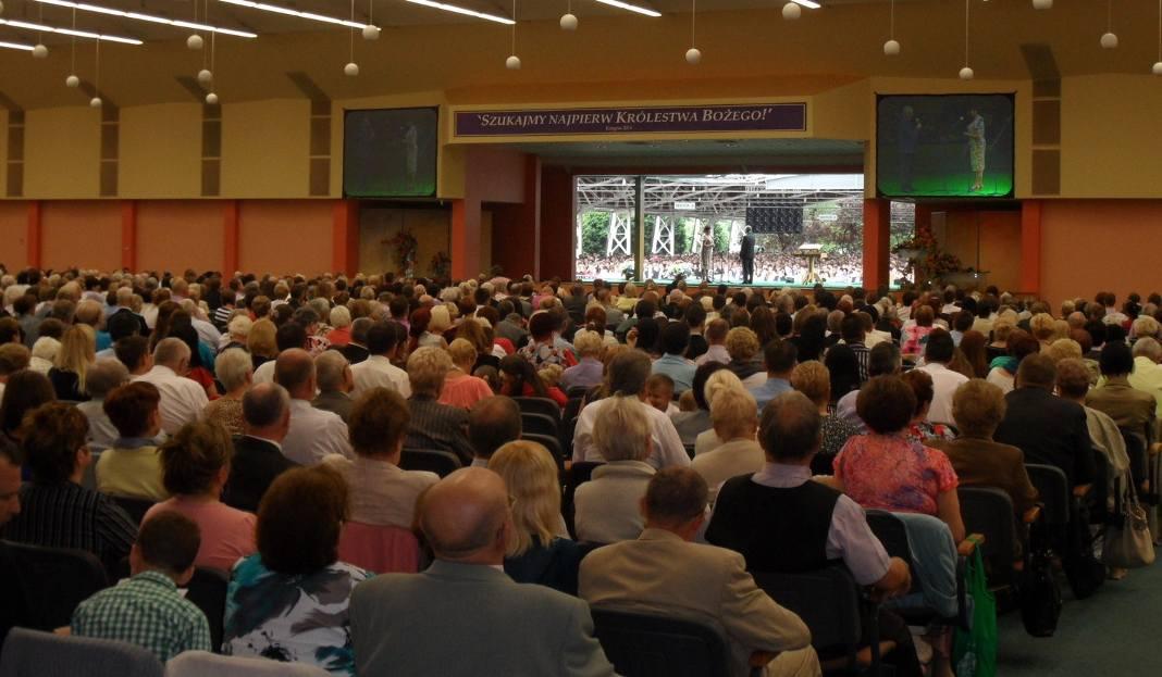 Kongres świadków Jehowy W Sosnowcu W Dzielnicy Niwka Rozpoczął Się
