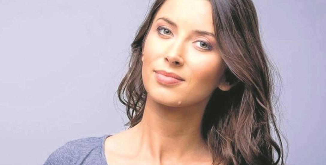 Ta piękna brunetka to aktorka Beata Chyczewska - córka Edwarda Linde-Lubaszenko i siostra Olafa Lubaszenko
