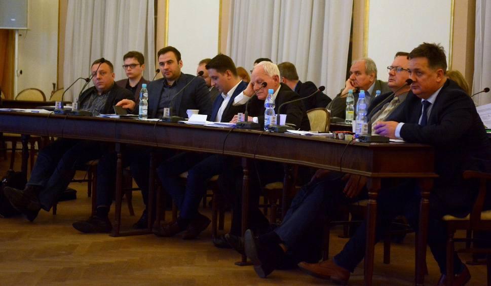 Film do artykułu: Radni rady miejskiej w Radomiu w końcu dali zgodę na emisję obligacji samorządowych. Miasto będzie miało pieniądze na najważniejsze rachunki