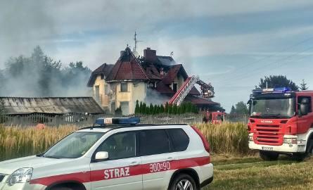 W sobotę w Świlczy palił się dom mieszkalny jednorodzinny i budynek gospodarczy. - Wczoraj po godz. 16 strażacy dostali zgłoszenie o pożarze domu jednorodzinnego