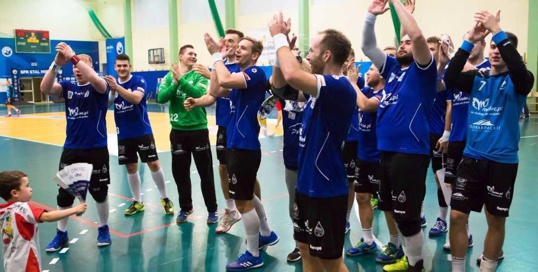 Piłkarze Stali zapowiadają walkę o zwycięstwo w meczu z Wybrzeżem.