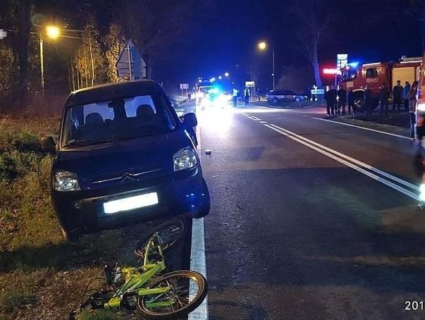 Wypadek pod Chodlem. Kierowca citroena potrącił 7-latka na rowerze. Dziecko nie miało odblasków