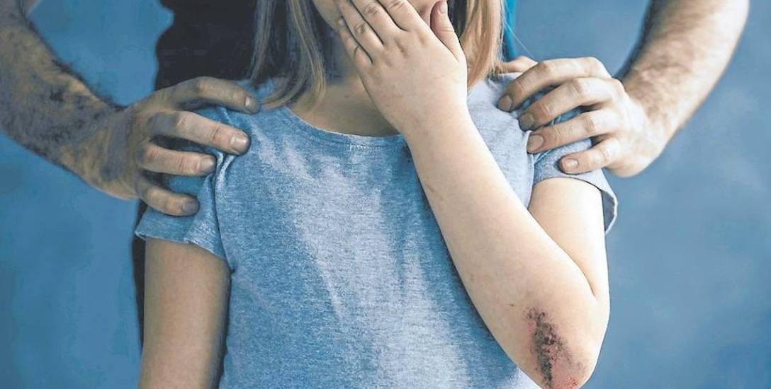 Obmacywał 13-latkę i sypiał z jej matką. Będzie siedział za kratami