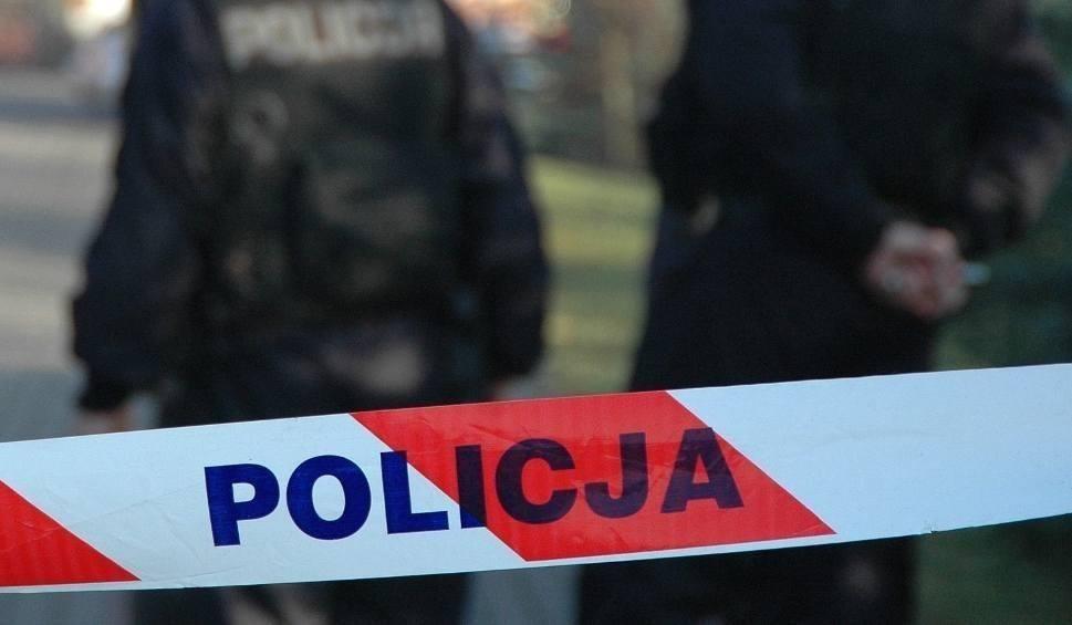 Film do artykułu: Kalisz: W budynku przy ul. Poznańskiej znaleziono zwłoki mężczyzny