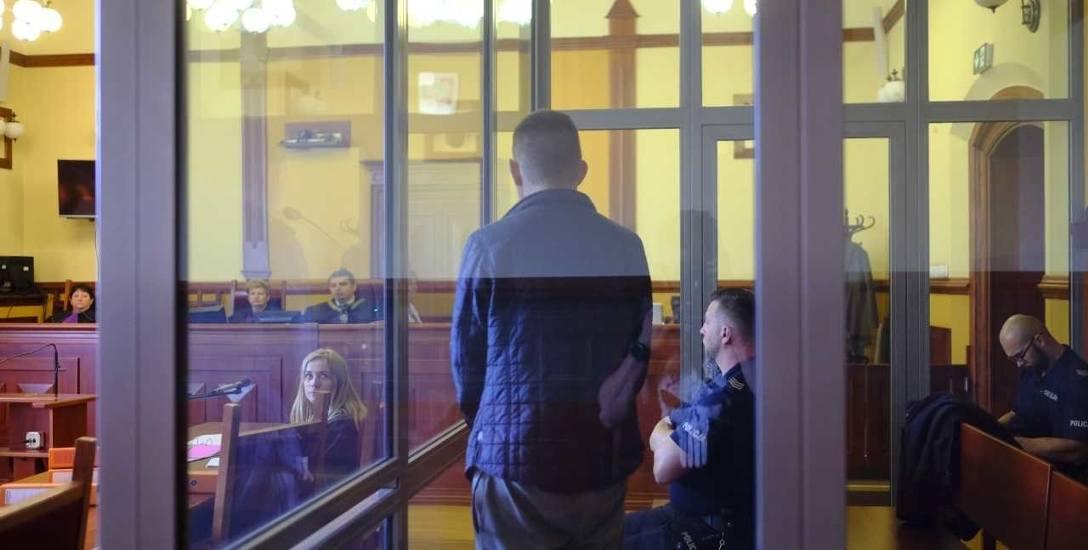 """26 czerwca  w Sądzie Okręgowym w Toruniu ruszył proces Mateusza S., oskarżonego o zabójstwo. """"Przyznałem się pod presją policji"""" - oświadczył 24-lat"""