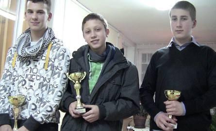 Puchary odebrali m.in. juniorzy młodsi: Maksym Poliński, Kamil Behrendt i Arkadiusz Błachuta