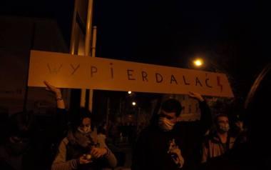 Duży protest w Rzeszowie przeciw zmianom w prawie aborcyjnym. Emocje i niecenzuralne okrzyki [ZDJĘCIA]