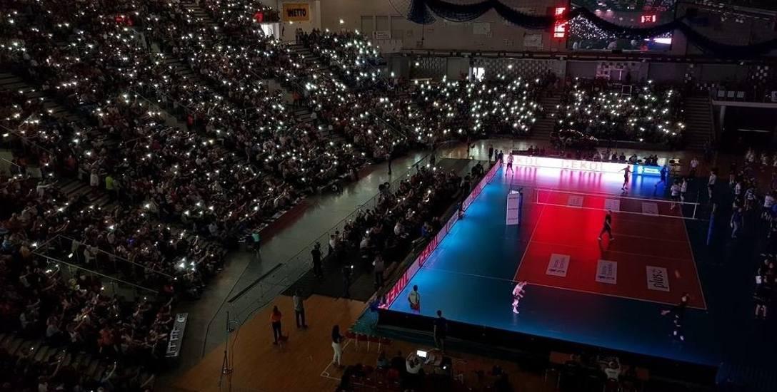 Awaria prądu podczas inauguracji ligi miała być tylko złośliwością losu...