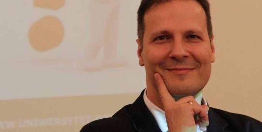 Dr Marek Kruk ma nadzieje, że reklam inteligentnych, bazujących na pozytywnych emocjach będzie więcej