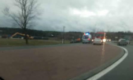 Do wypadku doszło w niedzielę, 9 grudnia, w Gronowie koło Krosna Odrzańskiego. Zderzyły się fiat i alfa romeo.Około godz. 14.00 kierujący fiatem wpadł