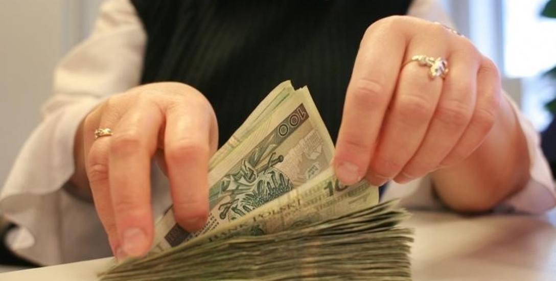 Obniżone pensje dla burmistrzów, zarobki wójtów na razie bez zmian