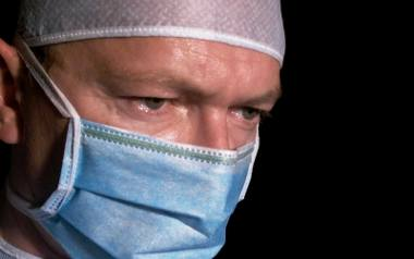 Z tęczówki oka leczył raka piersi. Onkolodzy z PUM, wstrząśnięci, zawiadomili prokuraturę
