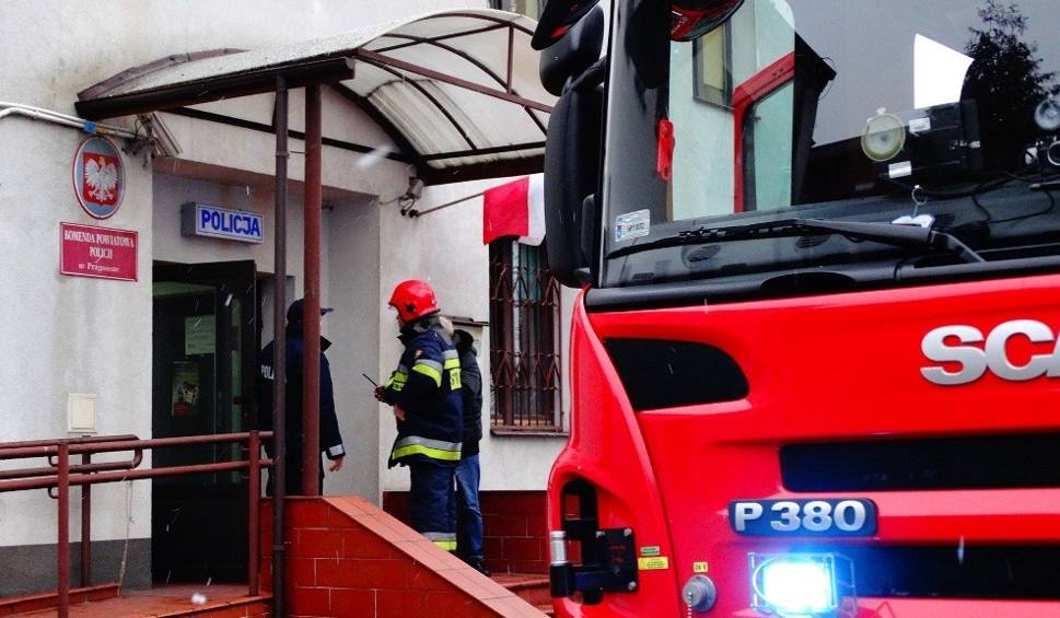 Film do artykułu: Pożar w budynku policji w Przysusze. Strażacy ćwiczyli na wypadek pojawienia się ognia [zdjęcia]