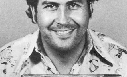 Pablo Escobar, kolumbijski baron narkotykowy dzięki przemytowi kokainy stał się jednym z najbogatszych ludzi na świecie. Jego następcy prali pieniądze