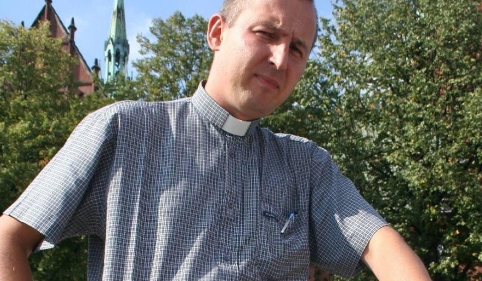 Film do artykułu: Znany w Kielcach ksiądz został ojcem i zrzucił sutannę