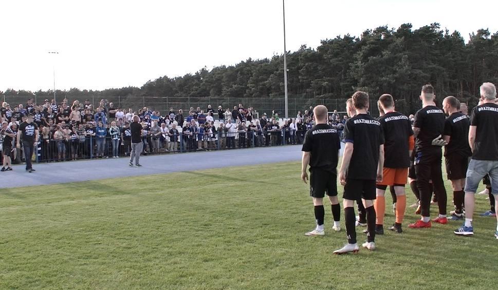 Film do artykułu: Zawisza Bydgoszcz awansował do czwartej ligi. Tak świętowali piłkarze i kibice [wideo]