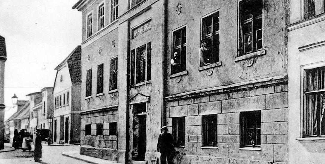 Budynek szkoły przy ulicy Grottgera. Obecnie znajduje się tutaj  dom mieszkalny