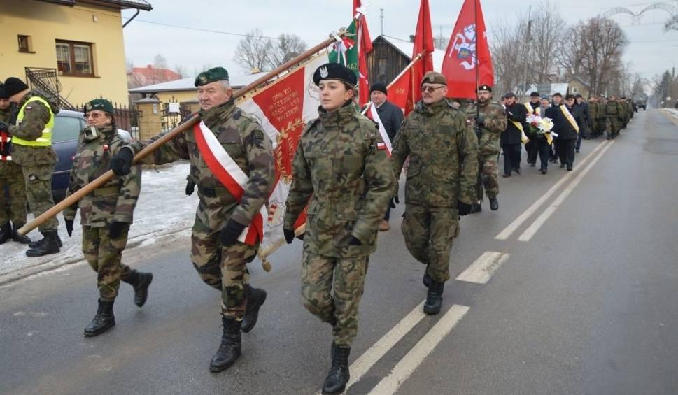 Film do artykułu: XXVI Marsz Powstańczy Suchedniów - Bodzentyn. Poszli szlakiem bohaterów z 1863 roku. Zobacz zdjęcia i film