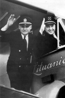 Steponas Darius i Stasys Girenas zdecydowali się na lot z Nowego Jorku do Kowna na Litwie, aby rozsławić na cały świat swój mały, wolny kraj.