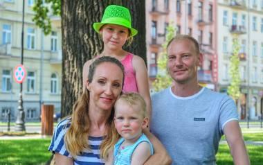 Wśród rodzin, które zamierzają ponownie starać się o 500 plus, są Rafał i Maria, rodzice 8-letniej Zuzi i 2-letniego Kubusia