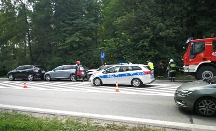 Zderzenie trzech samochodów na drodze krajowej numer 7 w Skarżysku. Trzy osoby ranne