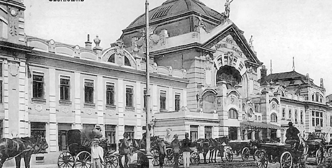 Dworzec w Czerniowcach kojarzy się raczej z pałacem niż elementem kolejowej infrastruktury. To najczęściej fotografowany obiekt w mieście.