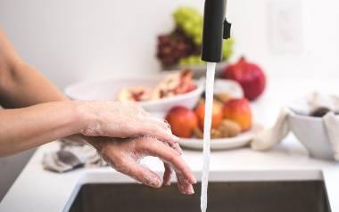 Dom bez chemii: jak sprzątać bez szkodliwych detergentów? Naturalne i pachnące zamienniki szkodliwych środków do czyszczenia