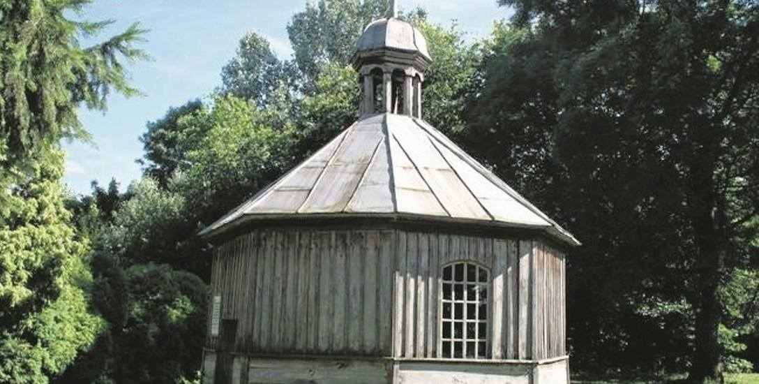 Ośmiokątna drewniana kaplica została zbudowana w 1780 roku. W 1990 roku OHZ w Osięcinach przeprowadził jej remont.