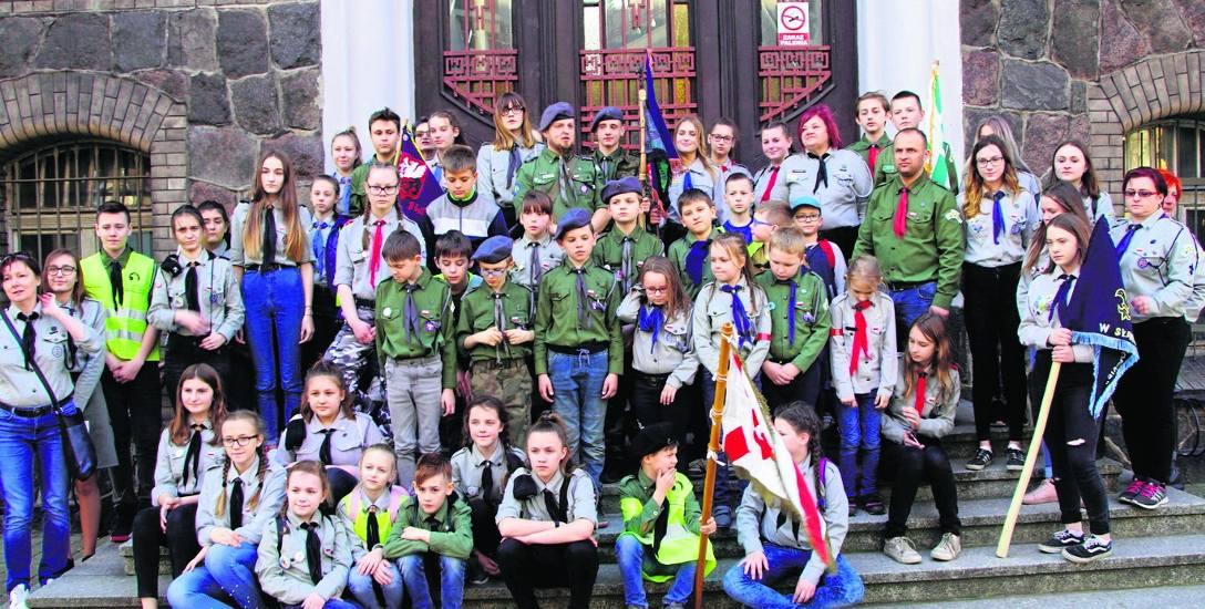 Osiem patroli drużyn harcerskich Hufca ZHP Sławno wzięło udział w grze terenowej
