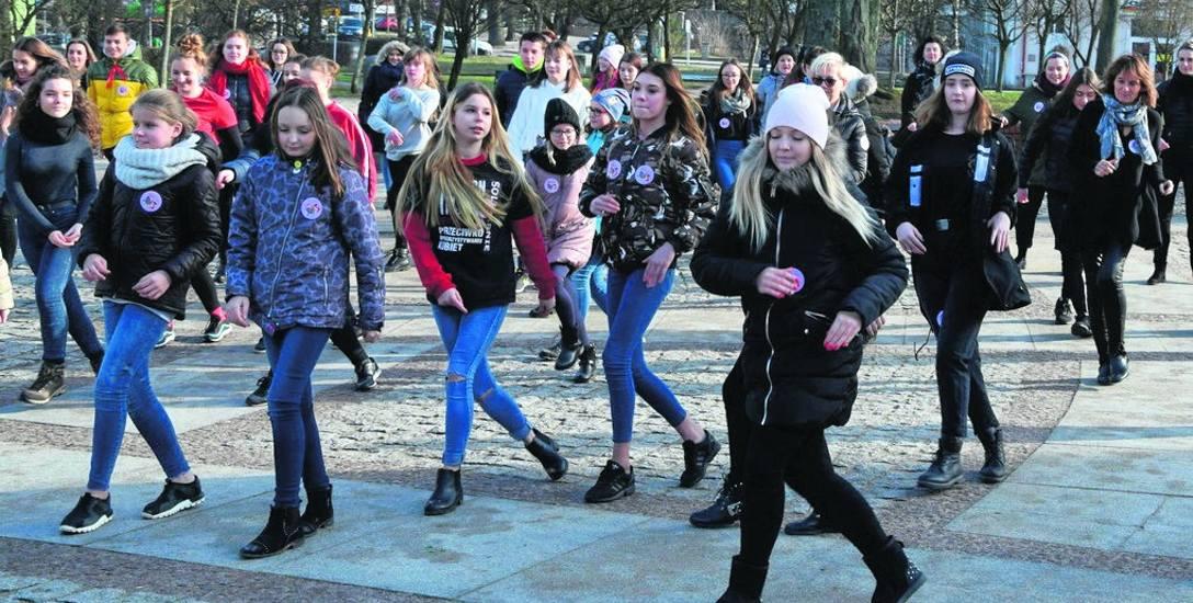W Człuchowie tańczą głównie ludzie młodzi. Stąd też ze względu na ferie tańczono wcześniej