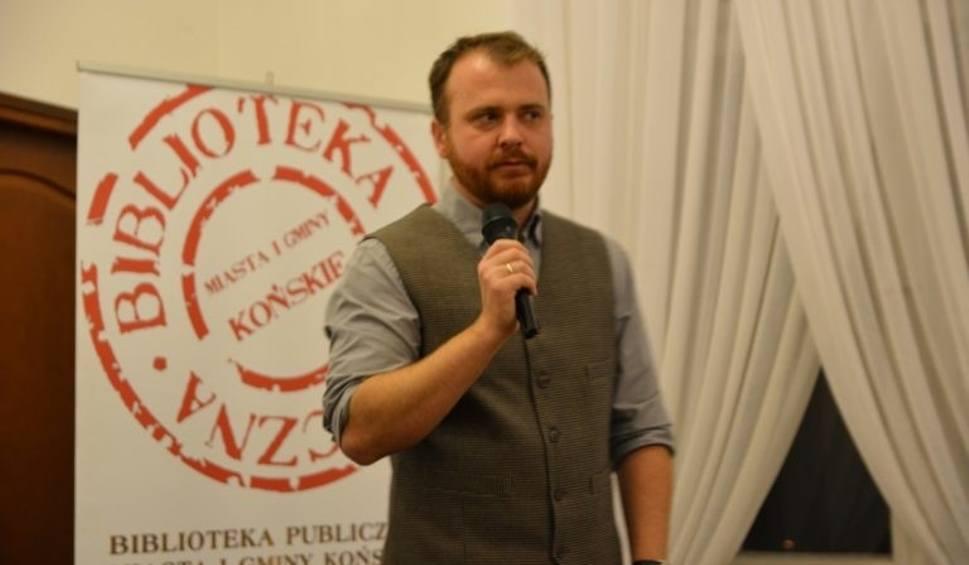 Film do artykułu: Spotkanie autorskie z Wojciechem Chmielarzem w Bibliotece Publicznej w Końskich