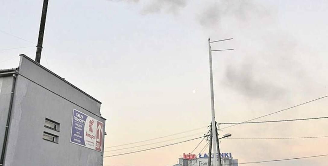Na terenie Nowego Sącza jest jeszcze wiele kotłowni węglowych. Tak przykładowo dymi kotłownia na rogu ulic Grottgera i Zielonej