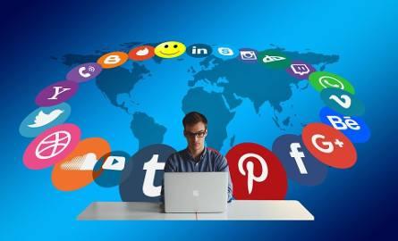 Jakich treści o swoim życiu lepiej nie publikować na Facebooku?