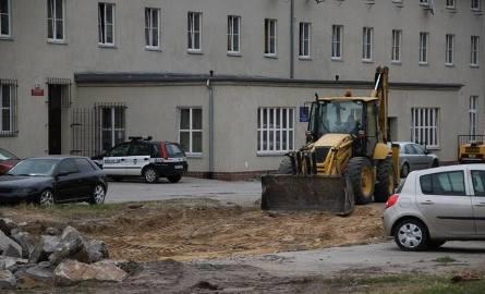 Przeciąga się budowa placu miejskiego przy Szybowcowej