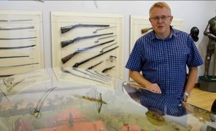 Bohater tekstu w zbrojowni nowosolskiego muzeum. To tam można oglądać m.in. imponującą makietę zamku w Siedlisku i kilka gablot z modelami samolotów,