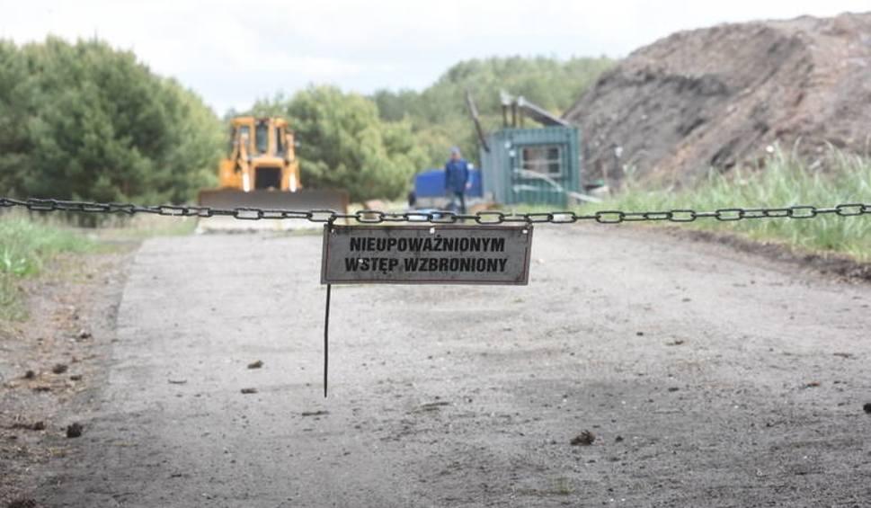 Film do artykułu: WIOŚ wyjaśnia co znalazł w odpadach z Bobrownik. To oficjalne wyniki badań pobranych prób z odpadów przywożonych na dawne wysypisko DOZAMETU