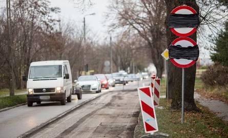 W ciągu dwóch tygodni ma być zakończony remont blisko dwukilometrowego odcinka ulicy Kaszubskiej w Słupsku. Kierowcy, którzy jej szlakiem jeżdżą do Słupska